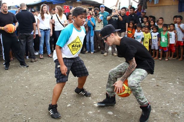 Justin Playing with Kids during His Philippines Visit