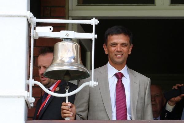 Rahul Dravid rings the Lord's bell