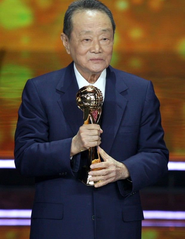 Robert Kuok with China Econonmic Person of The Year Award