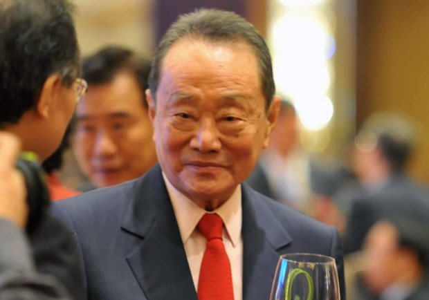 Robert Kuok at a Party