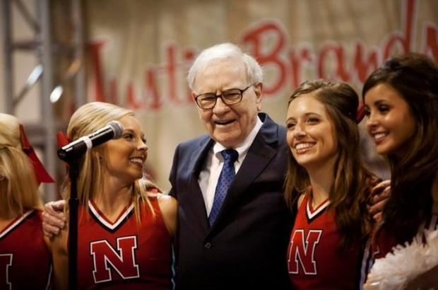 Warren Buffett sang with University of Nebraska cheerleaders