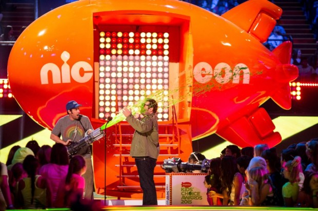 Adam Sandler and Josh Gad at event of Nickelodeon Kids' Choice Awards 2015