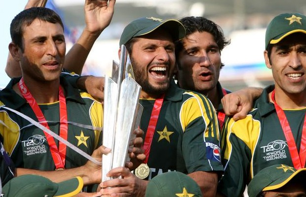 Afridi with 2009 T20 Worldcup