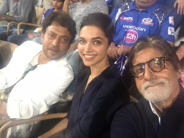 Amitabh Bachchan having a selfie with Deepika and Irrfan Khan