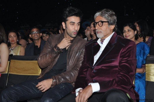 Ranbir Kapoor having a chat with Amitabh Bachchan