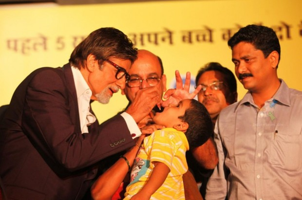 Amitabh Bachchan pouring Polio Drops to a kid during Polio Awareness Event