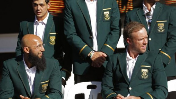 Hashim Amla with ABD and other South Africa players
