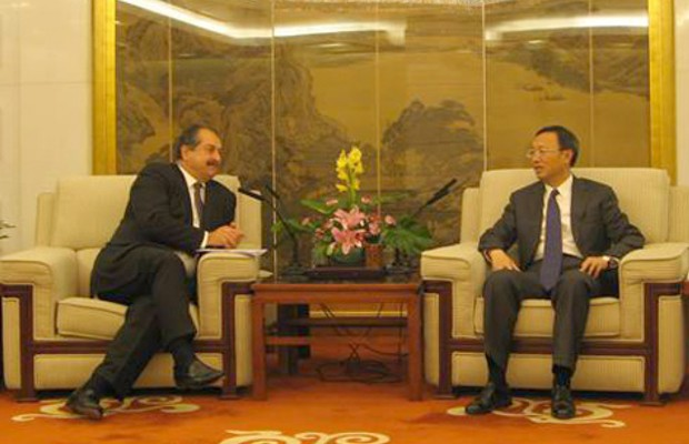 Andrew Liveris in conversation with Chinese Foreign Minister Yang Jiechi