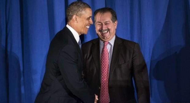 Barack Obama shaking hands with Andrew Liveris
