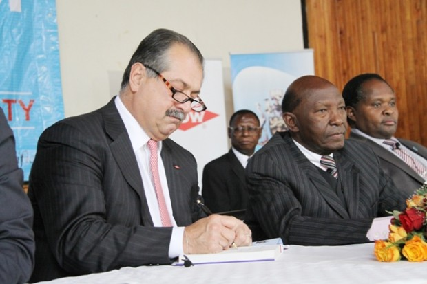 Andrew Liveris, CEO, Dow Chemicals, with Chancellor, Dr. Joseph Wanjui, and Deputy Vice-Chancellor, Administration and Finance, Prof. Peter Mbithi