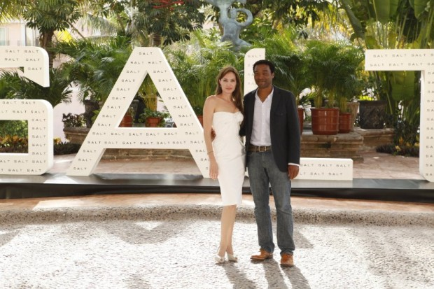 Angelina Jolie and Chiwetel Ejiofor at event of Salt