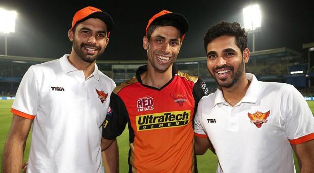 Bhuvneshwar Kumar and Barinder Sran with Senior Bowler Ashish Nehra