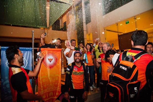 Bhuvi with SRH teammates celebrating ipl victory