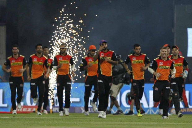 Bhuvi along with SRH teammates after IPL Win