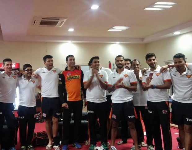 Bhuvi and SRH teammembers singing their team song