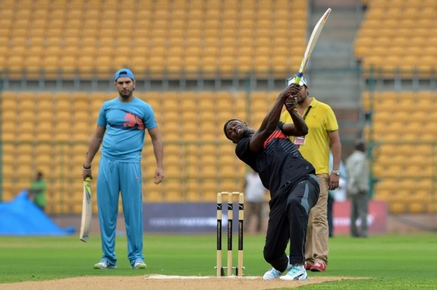 Usain Bolt playing cricket along with Yuvi