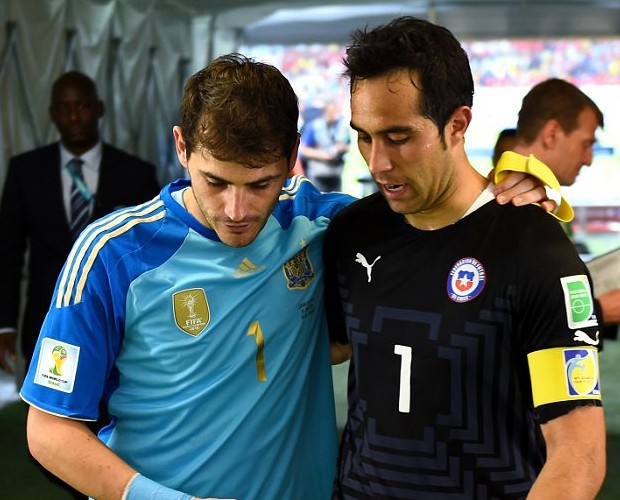Claudio Bravo with Iker Casillas