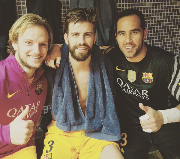 Bravo with Gerard Piqué and Ivan Rakitic