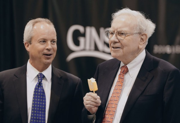 Warren Buffett enjoys an ice cream bar with Kevin Clayton, CEO of Clayton Homes