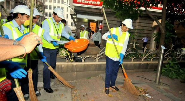 Managing Director of ICICI bank Chanda Kocchar In Swachh Bharat Campaign