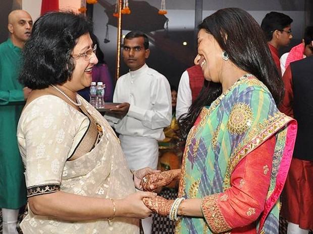 Chanda Kochhar With SBI chairman Arundhati Bhattacharya