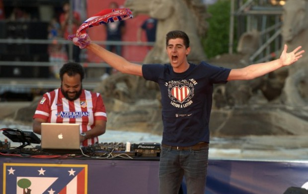 Thibaut Courtois leads celebrations of thousands of Atletico fans