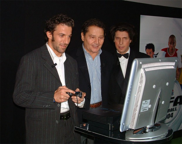 Del Piero during the presentation of FIFA 2004.
