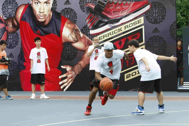 Derrick Rose Playing with Some Chinese Kids