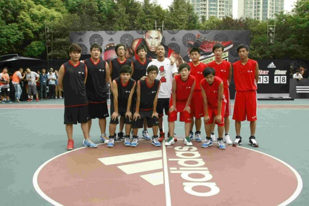 Derrick Rose with Chinese Basketball Players