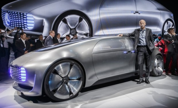 Dieter Zetsche with Mercedes-Benz F 015 Luxury in Motion concept