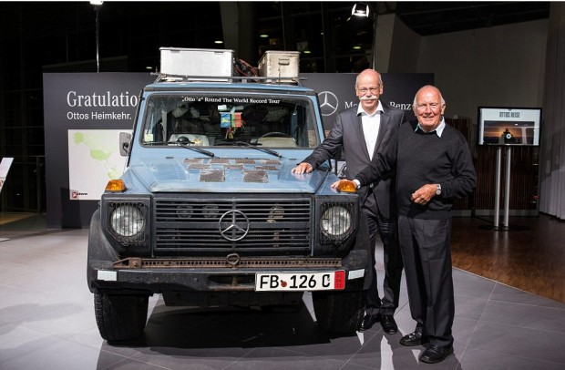 Dieter Zetsche and Gunther pose alongside Otto