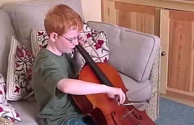 Ed Playing Violon. Ed Sheeran from his childhood very good with instruments