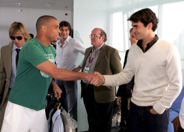Ronaldo shaking hands with Federer
