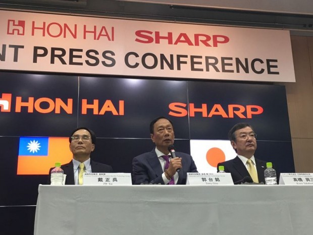 Terry gou in a press conference with Sharp Executives