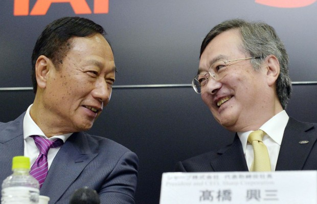 Terry Gou with Sharp President Kozo Takahashi