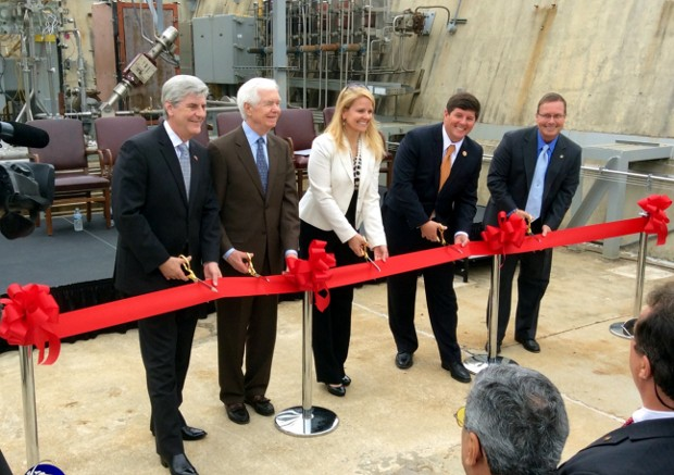 Gwynne Shotwell With Mississippi Governor Phil Bryant, U.S. Senator Thad Cochran, Congressman Steven Palazzo and Stennis Space Center Director Rick Gilbrech