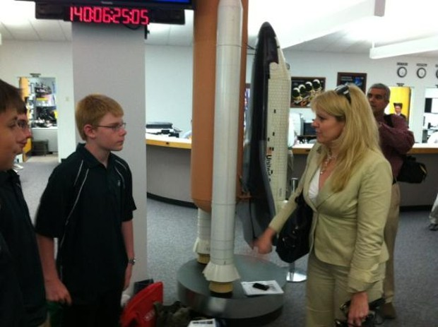 Gwynne Shotwell speaks with students about science experiments aboard the Dragon