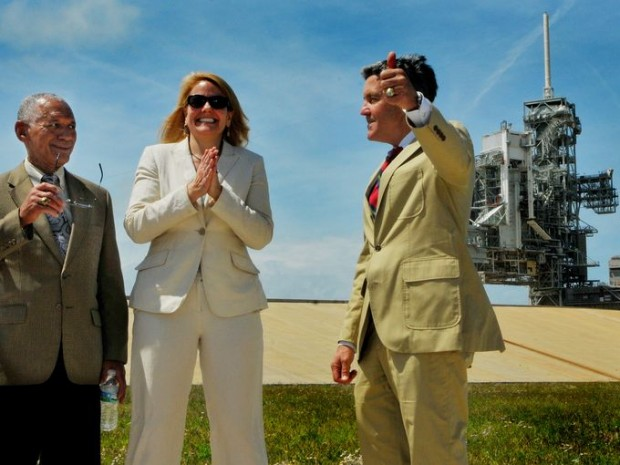 Gwynne Shotwell With NASA Administrator Charlie Bolden and Kennedy Space Center Director Bob Cabana