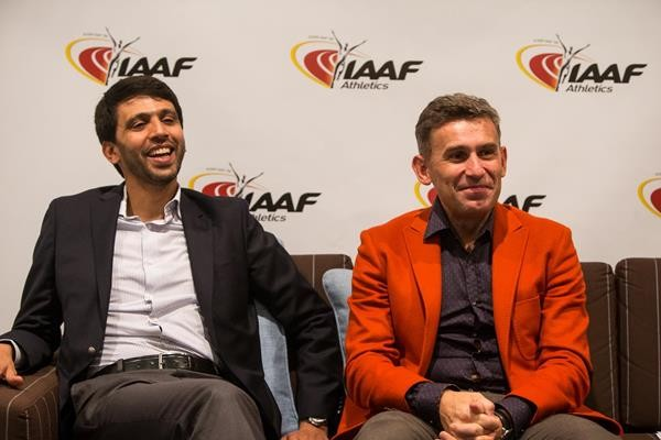 Hicham El Guerrouj and Robert Korzeniowski during a press conference