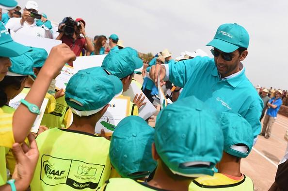 icham El Guerrouj hands out certificates to the local children