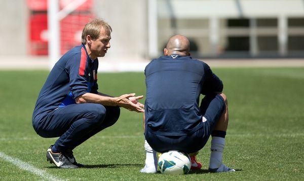 Jurgen in conversation with goalkeeper Tim Howard