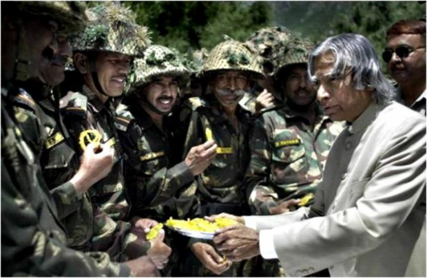 The Humble Abdul Kalam giving sweets to the Indain Army Soldiers
