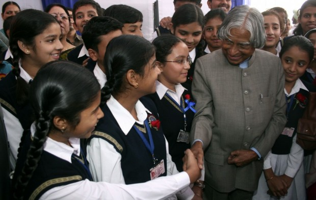 Abdul Kalam with School Children