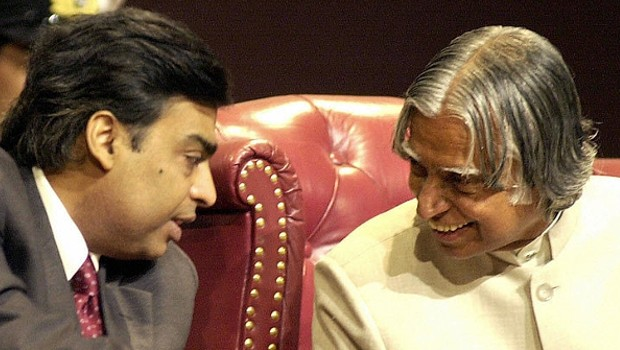 Mukesh Ambani having a chat with Kalam