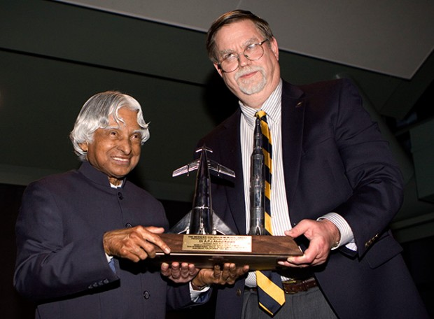 NSS Chairman Mark Hopkins presents Dr. Kalam with the NSS Von Braun award