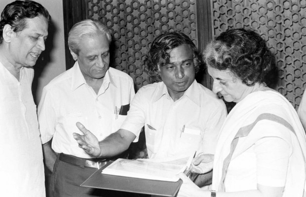 Abdul Kalam in conversation with Indira Gandhi