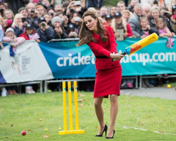 Kate Middleton plays cricket in Christchurch, New Zealand