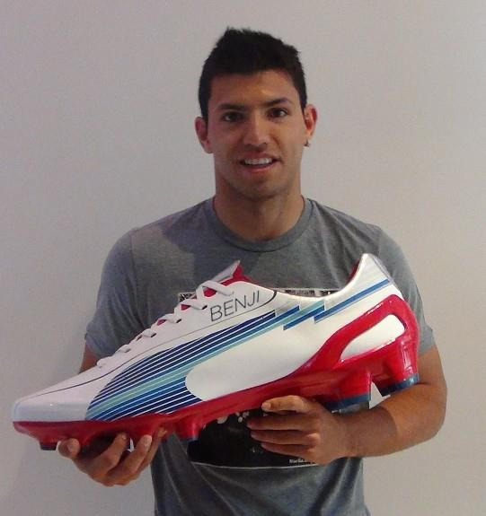 Aguero with his brithday gift from PUMA