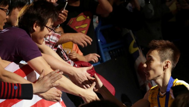 Lee Chong Wei Shaking Hands with His Fans After Winning A Match