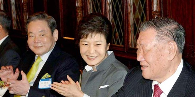 Chung Mong-Koo and Lee Kun-Hee Sits with President